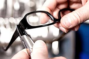 occhiali_assistenza_manutenzione_programmata